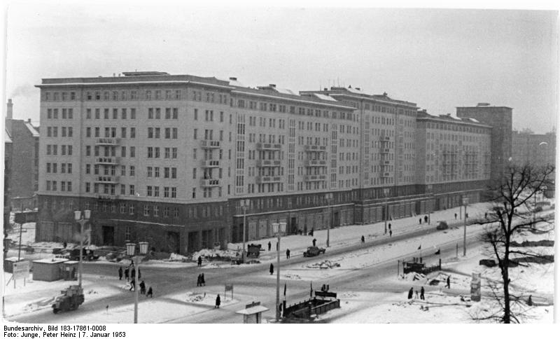 arquitetura-alema-Conjuntos-habitacionais-de-Stalinallee-Berlim