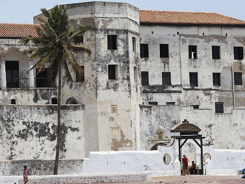 arquitetura-portuguesa-forte-de-sao-jorge-da-mina-em-gana