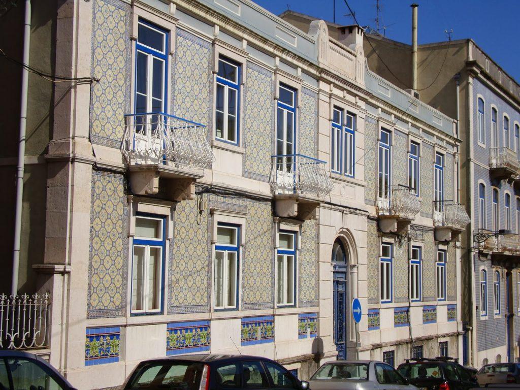 arquitetura-portuguesa-fachadas-de-casas-portuguesas-com-azulejo