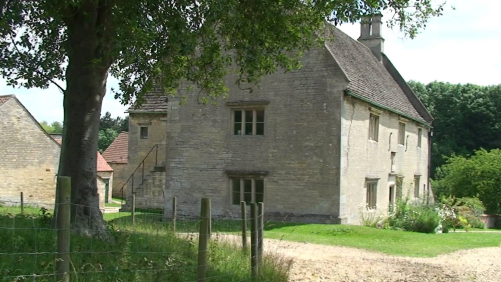 arquitetura-inglesa-exemplar-de-arquitetura-normanda-redimensionado