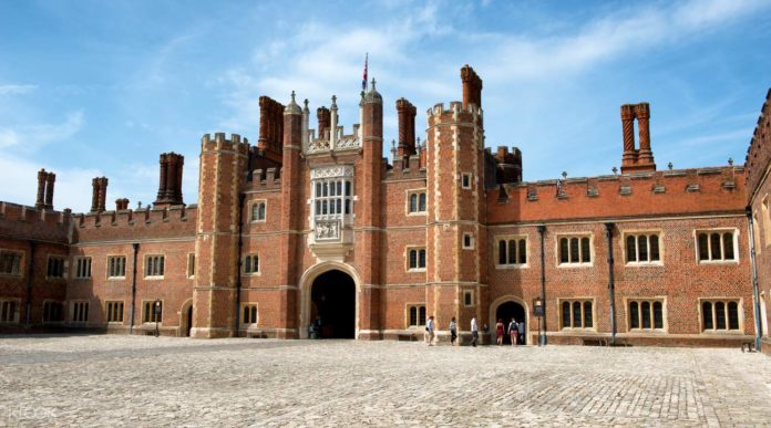 arquitetura-inglesa-hampton-court-palace
