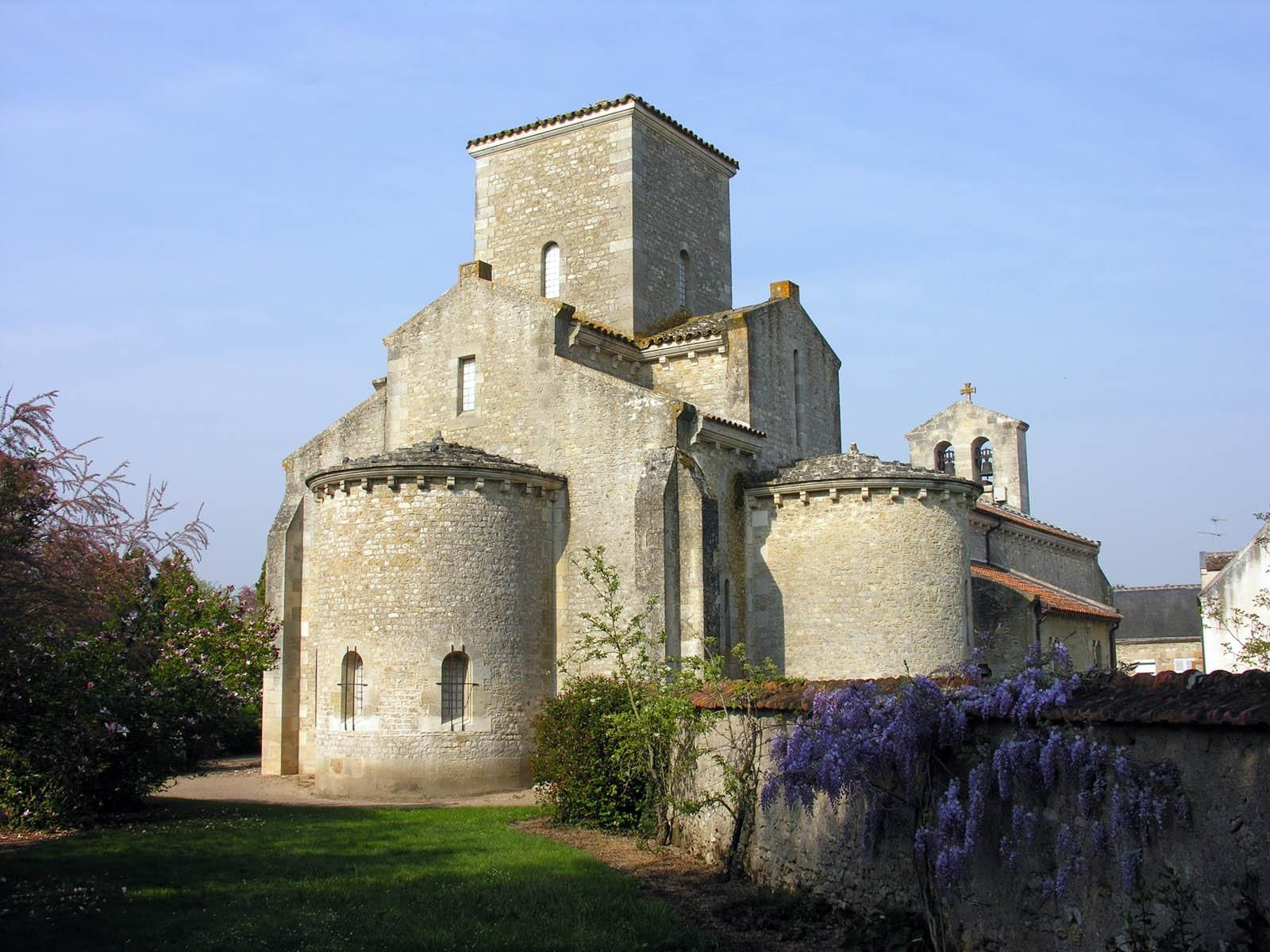 Arquitetura românica: Igreja Germiny des Prés (foto: Pinterest)