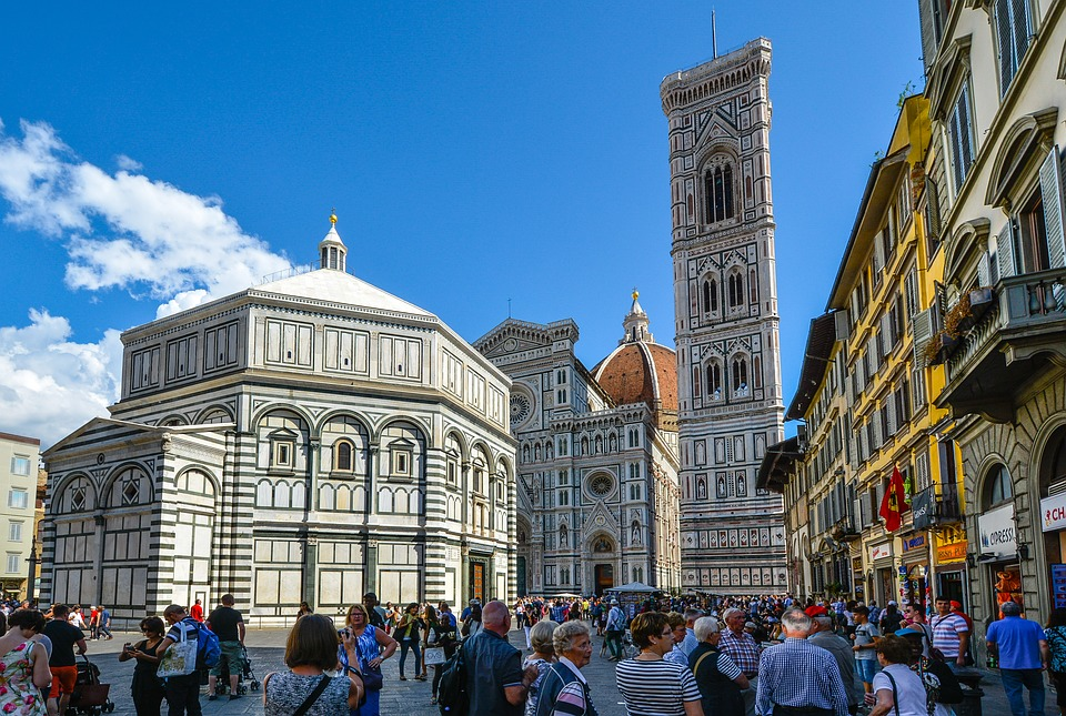 arquitetura-medieval-batisterio-de-florenca-estilo-romanico