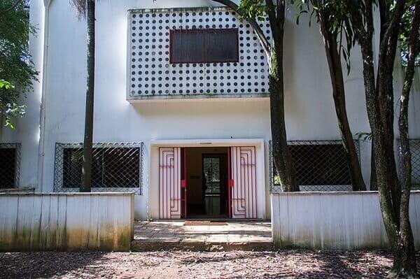 Casa Modernista: casa restaurada (antiga entrada principal)