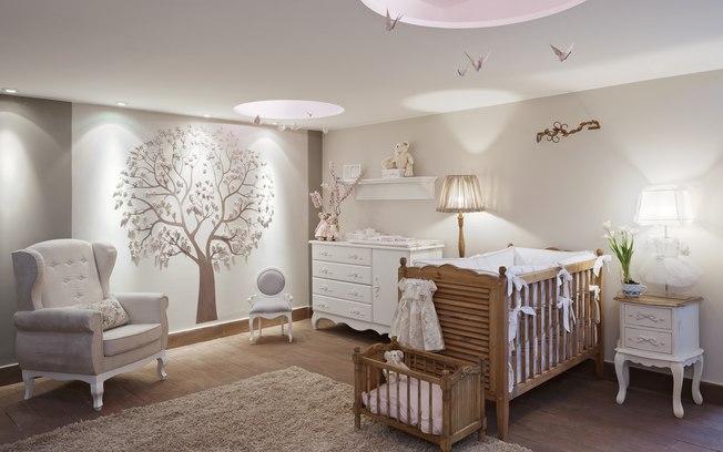 iluminação para quarto de bebê: abajur sobre o criado mudo