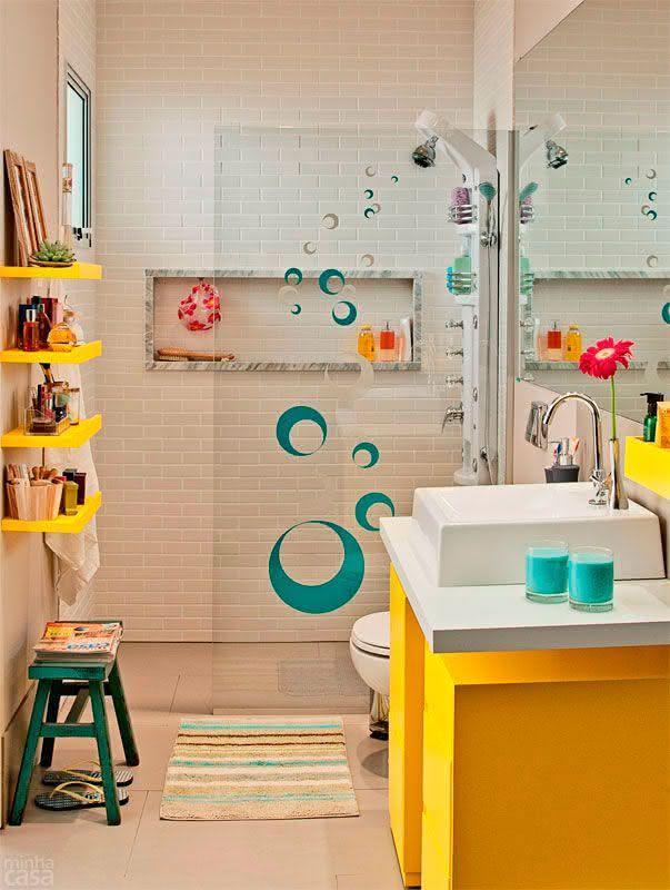 Ideias para box de banheiro: box com adesivo