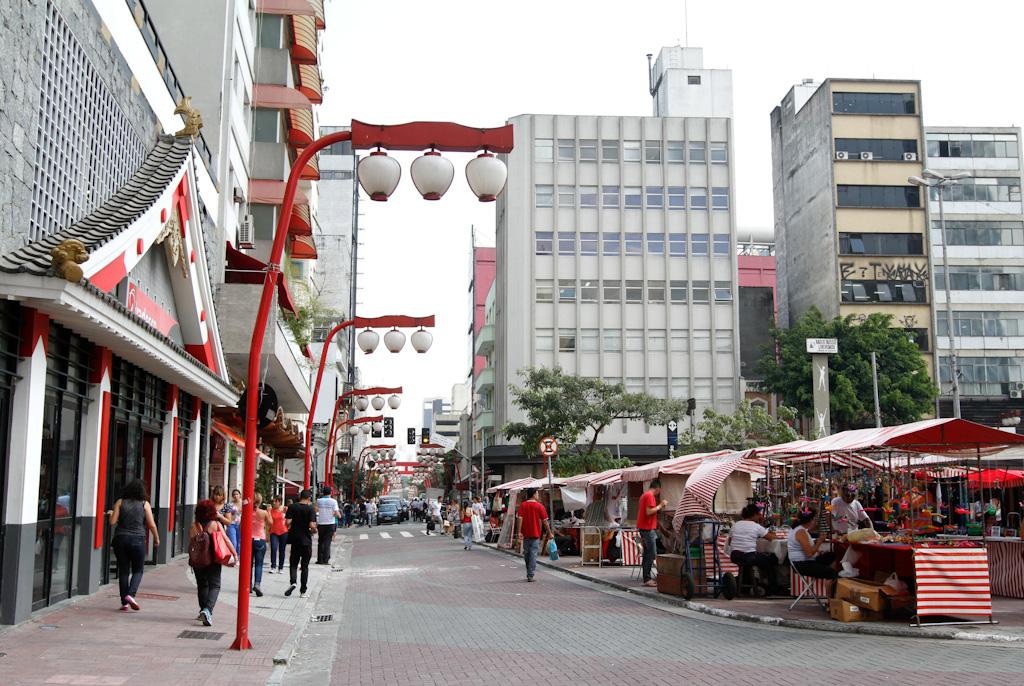Arquitetura japonesa: ruas no bairro da Liberdade