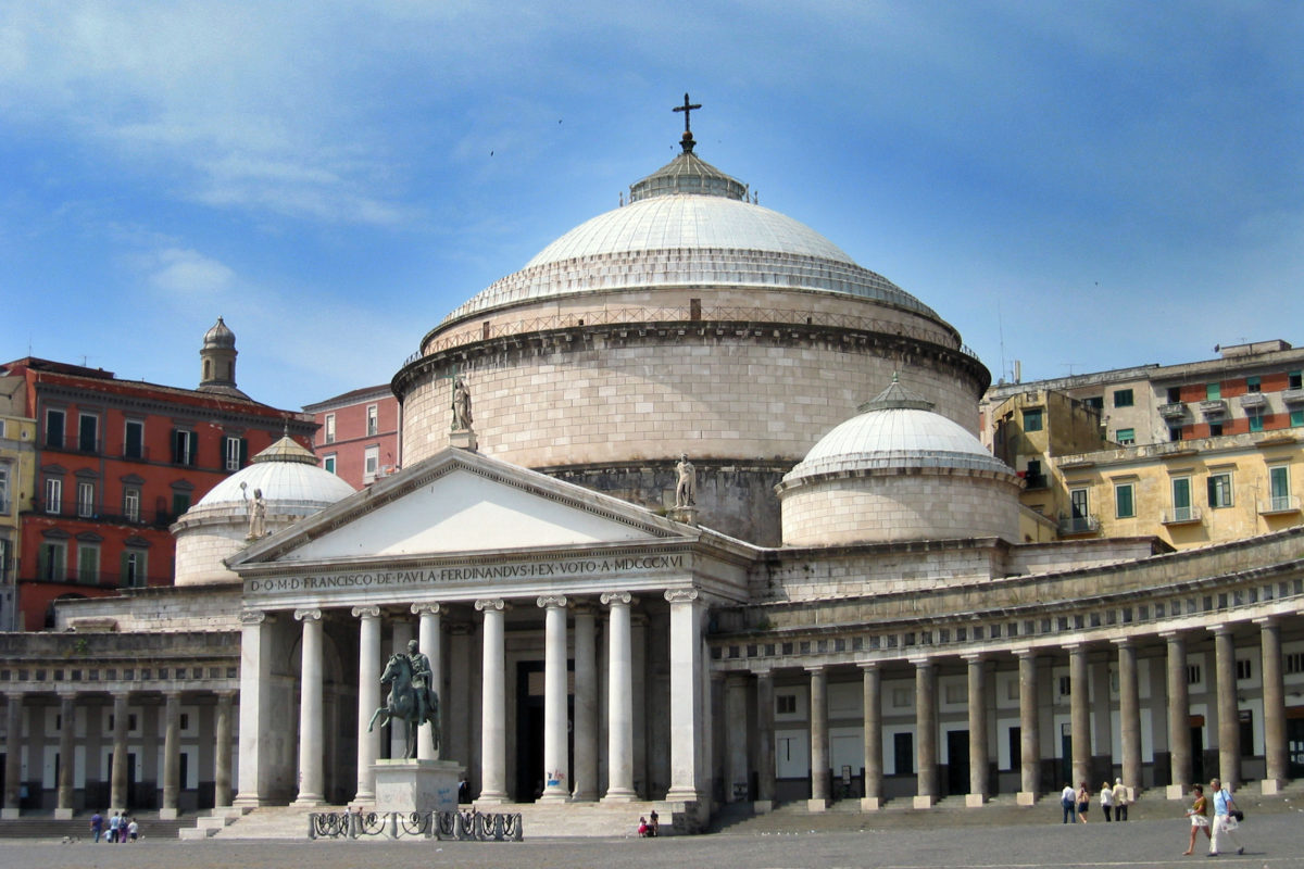 Arquitetura neoclássica: Fachada da Basílica de San Francesco di Paola