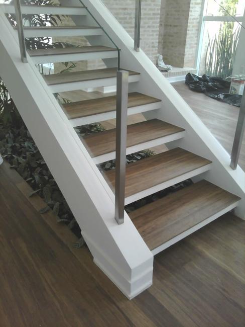 Tipos de escadas: escada com viga lateral