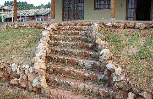 Tipos de escadas: escada de pedra