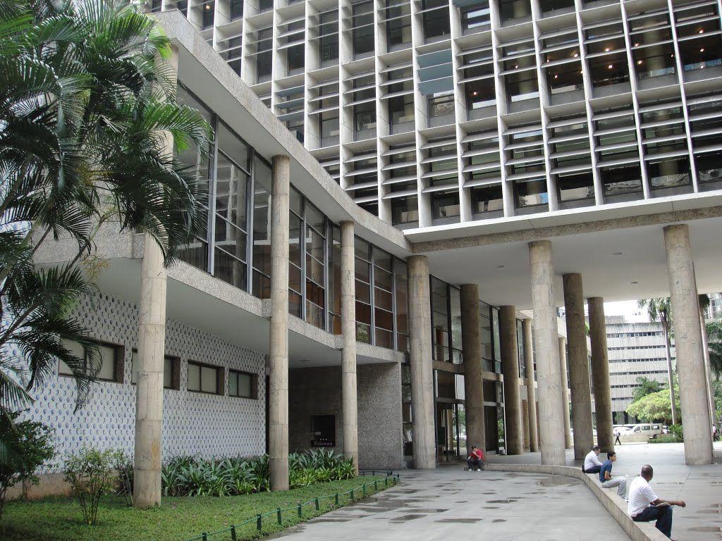 Affonso Eduardo Reidy Edificio: Gustavo Capanema (pilotis)