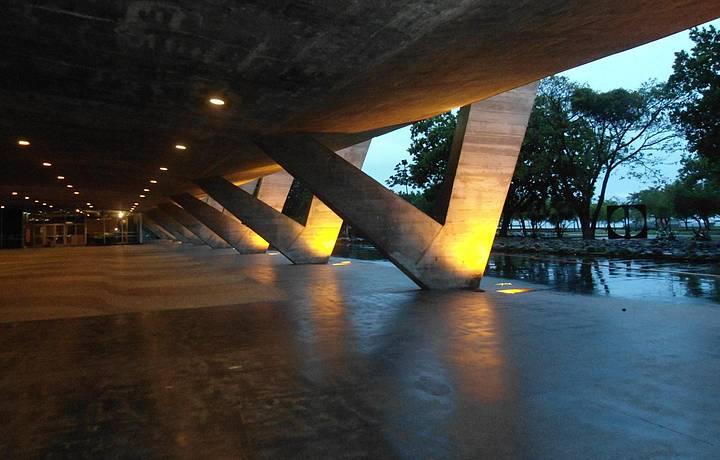 Affonso Eduardo Reidy: Museu de Arte Moderna do Rio de Janeiro (pilotis)