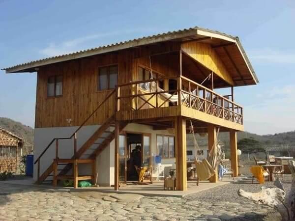 Projeto de Casa de Praia: casa de madeira com dois pavimentos