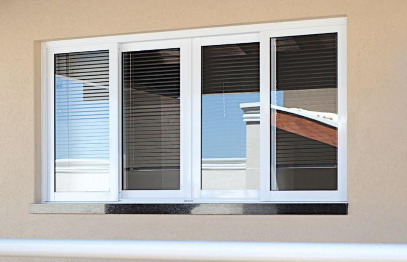 Projeto de casa de praia: janela de alumínio