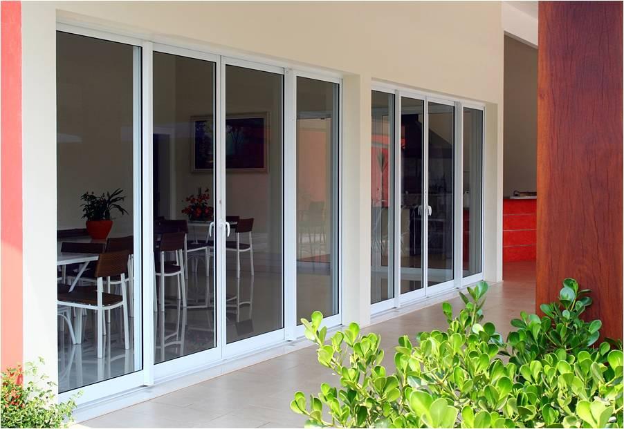 Tipos de portas: porta de alumínio