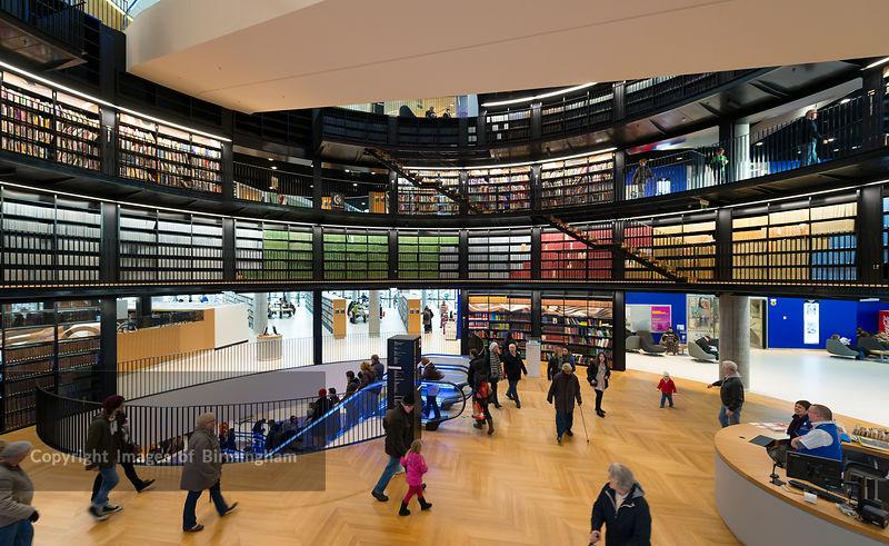 Projeto de biblioteca: Library of Birmingham (interior)