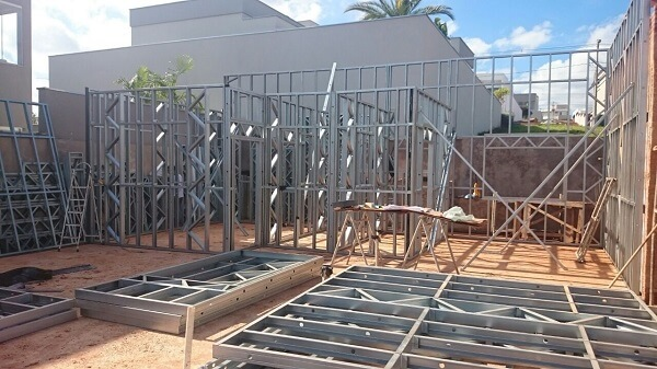 Estructura de acero: sitio de construcción