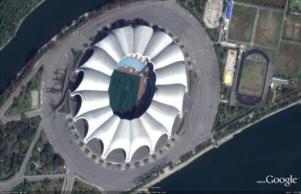 Maior estádio do mundo: Estádio Rungrado 1º de Maio - cobertura com formato de uma magnólia