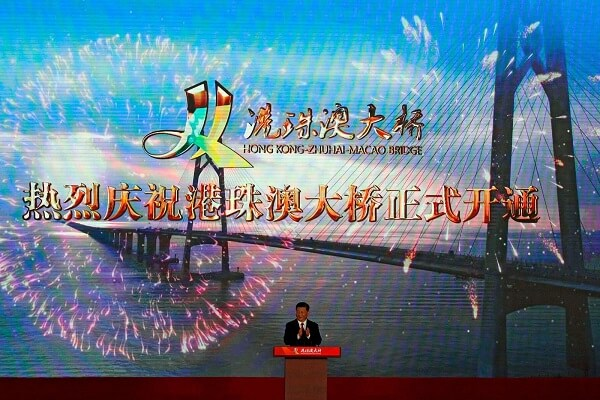 Maior ponte do mundo: Presidente chinês, Xi Jinping, na inauguração da obra (Foto Andy Wong/AP)