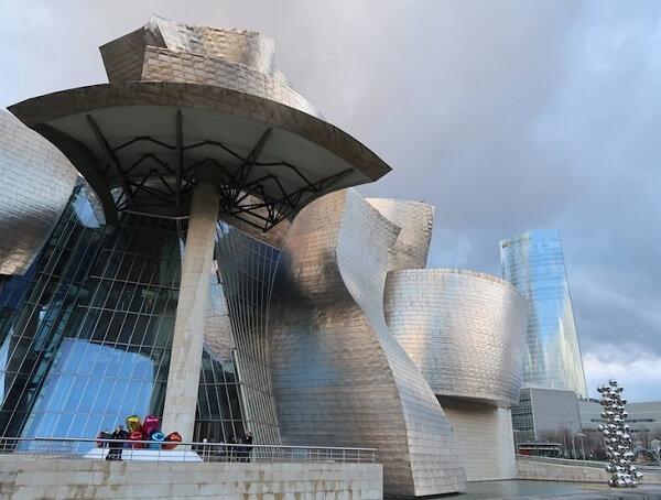 Museu Guggenheim de Bilbao: detalhes da fachada