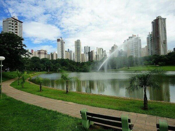 Arborização urbana: Parque Vaca Brava (Goiânia)