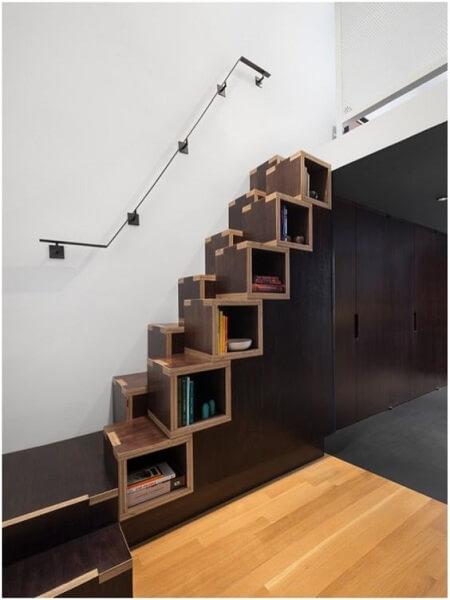 Escada Santos Dumont com nicho para livros e objetos
