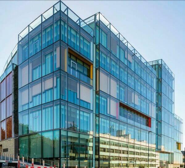 Fachada ventilada de vidro - Obra John Street (EPR Architects)