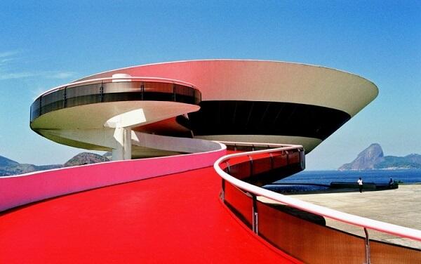 Museu de Arte Contemporânea de Niterói: Rampa (visão dos visitantes)