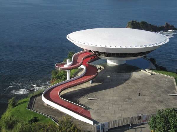 Museu de Arte Contemporânea de Niterói: Cobertura
