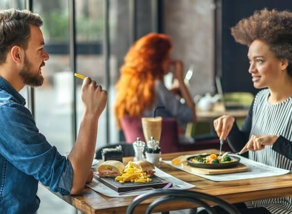 Reverberação em restaurantes