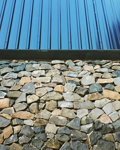 Telha sanduíche em fachada - detalhes