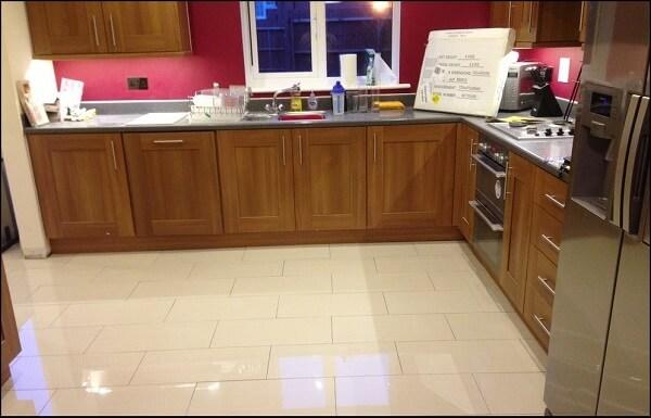 Cerâmica: piso cerâmico de cozinha