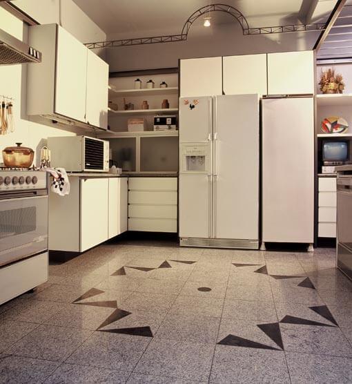 Cerâmica: piso de cerâmica na cozinha com paginação criativa
