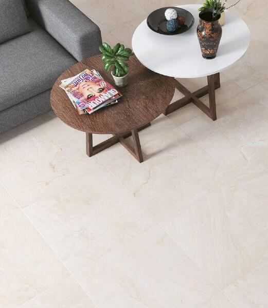 Cerâmica: piso de cerâmica na sala