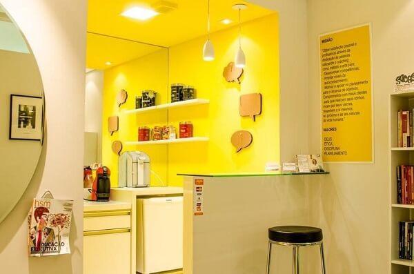 Cores primárias: copa de escritório (projeto Lilian Barbosa)