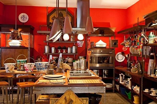 Cores primárias: decoração vermelha (loja Olhar o Brasil)