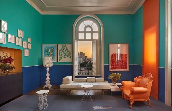 Cores primárias: sala azul e verde (Casacor MG 17)