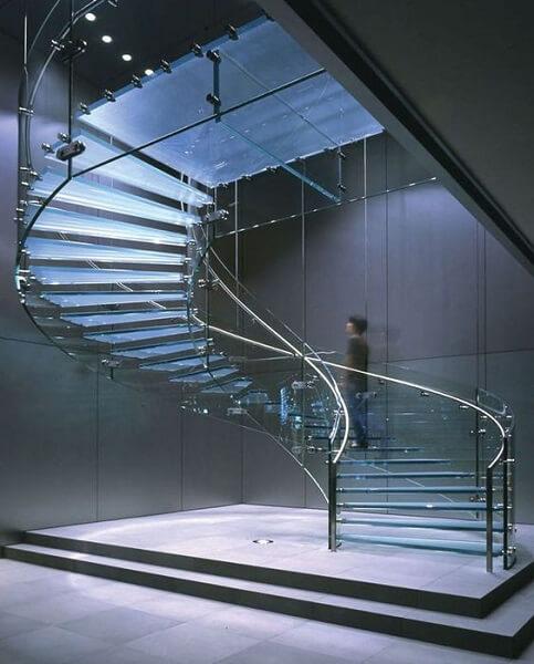 Escada Helicoidal de Vidro