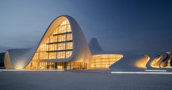 Arquitetura e Urbanismo: Zaha Hadid (Heydar Aliyev Center)