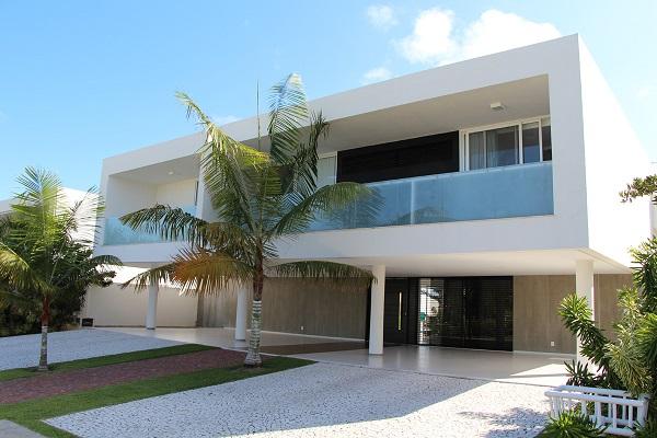 Minimalismo: casa minimalista com pilotis