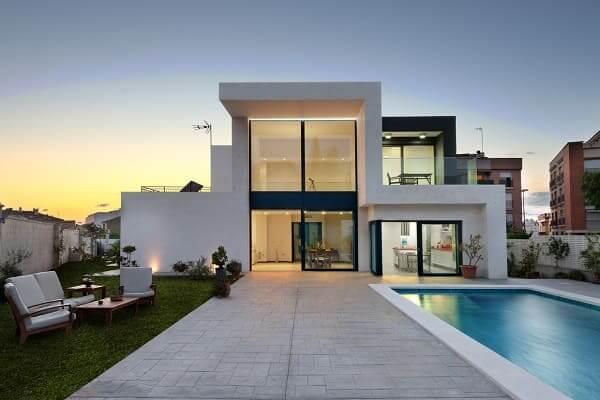 Minimalismo: casa minimalista com fachada de vidro