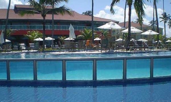Piscina de Vidro em resort (foto: Hotéis a beira mar)