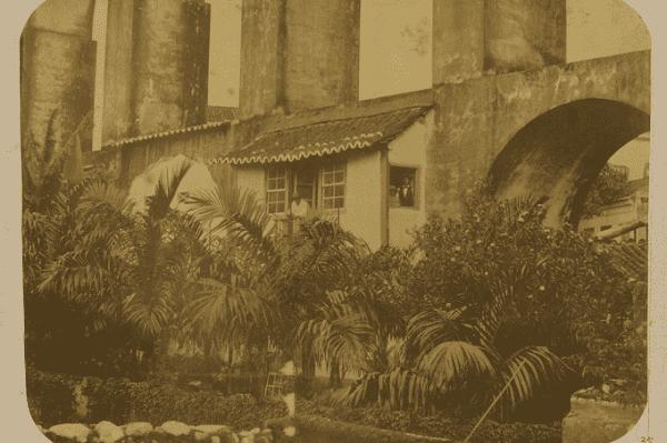 Arcos da Lapa: casa incrustada nos Arcos da Lapa (1862)
