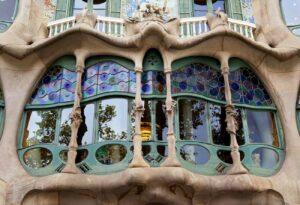Art Nouveau foto The Spruce