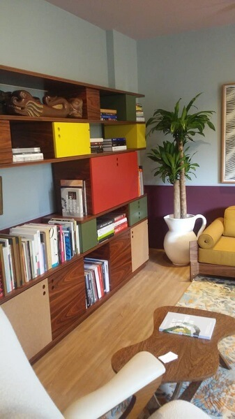 CASACOR 2019: Corel Hotel Profissional - estante colorida