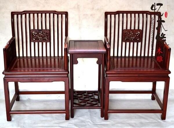 Madeira de lei: cadeiras e mesa de mogno africano