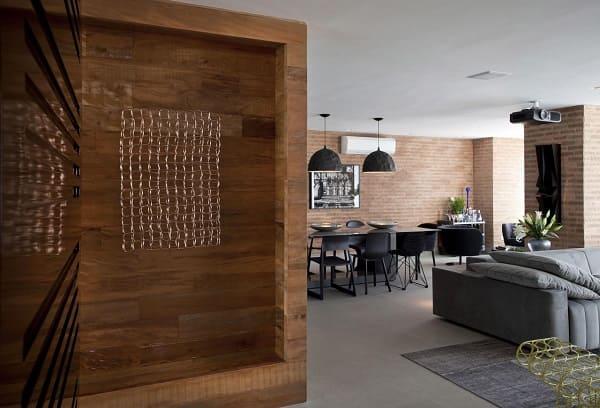 Porcelanato acetinado cinza em sala de estar (projeto: Marcelo Rosset Arquitetura)