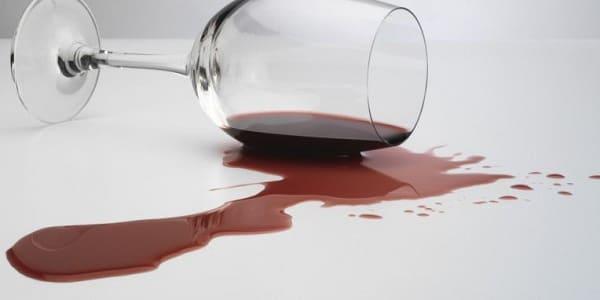 Porcelanato acetinado: mancha de vinho