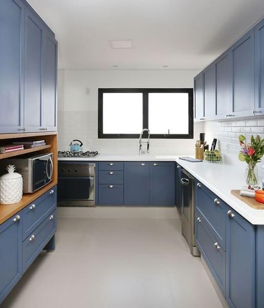 Porcelanato para cozinha: cozinha azul (projeto: ACF Arquitetura)