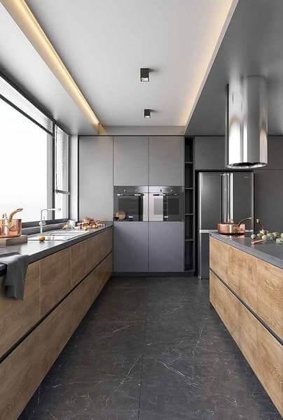 Porcelanato para cozinha: preto com madeira (fonte: revista Viva Decora)